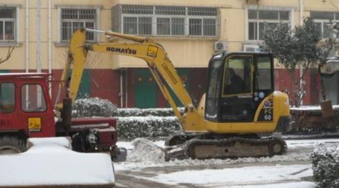 Excavator operation in cold weather